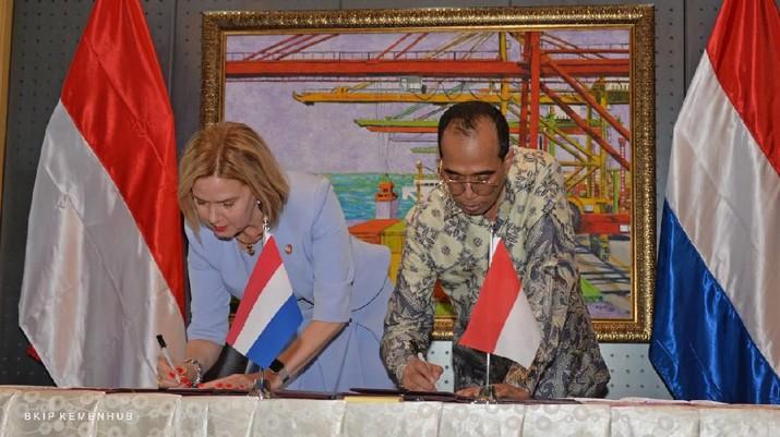 Sebelum diumumkan resmi positif terjangkit virus corona, Menteri Perhubungan Budi Karya Sumadi diketahui bertemu dengan sejumlah orang,