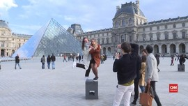 VIDEO: Turis Kecewa Wisata Paris Ditutup Akibat Corona