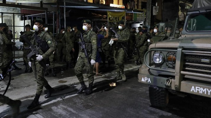 Presiden Filipina Rodrigo Duterte memutuskan kota Manila di-lockdown demi membendung penyebaran virus corona.