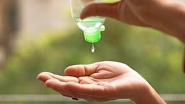 Bahaya Hand Sanitizer Buat Membersihkan Interior Mobil