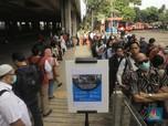 Penampakan Antrean Penumpang MRT yang Mengular di Lebak Bulus