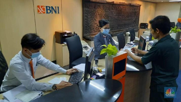 PT Bank Negara Indonesia (Persero) Tbk (BNI) menerapkan penyesuaian sistem kerja yang bertujuan untuk menekan penyebaran virus corona atau COVID-19. (BNI)