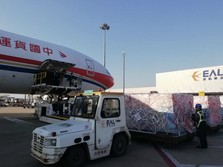 Hadapi Corona, 30 Ton Pasokan Alat Medis China Tiba di Italia