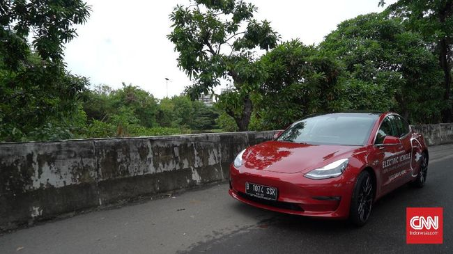 Polisi Bakal Tes Mobil Listrik Tesla Model 3 Di Jalan Tol