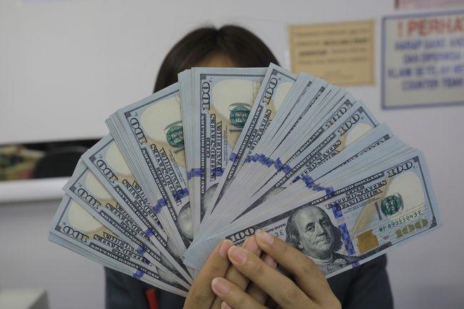 Bca Jual Dolar As Di Rp 16 150 Beli Di Rp 15 950