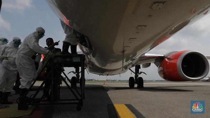Melihat Momen Pesawat Disterilisasi dengan Disinfektan