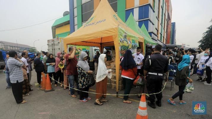 Dalam rangka oprasi pasar Budi Waseso melakukan Oprasi Pangan Stok Pasar di lima titik pasar.