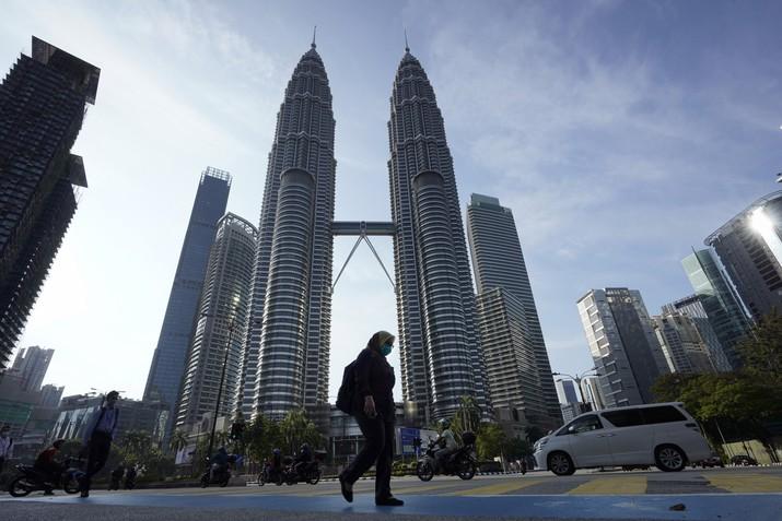 Malaysia putuskan untuk melakukan lockdown demi menghentikan penyebaran virus Corona. (AP/Vincent Thian)