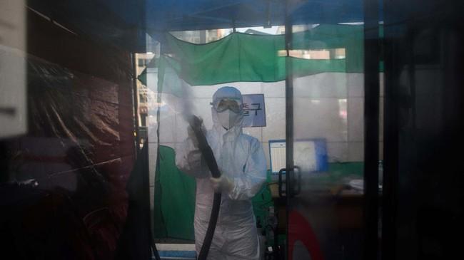 Presiden Rumah Sakit Kim Sang-il mengatakan inovasi ini dianggap lebih mudah untuk disemprotkan disinfektan dan lebih aman untuk pengujian.(Photo by Ed JONES / AFP)
