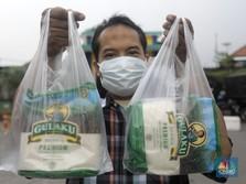 Mengintip Aksi Operasi Pasar Bulog di Pasar Kramat Jati