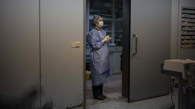 Novick mempunyai lembaga relawan Aliansi Jantung Novick. Mereka biasanya secara berkala mengirim ahli jantung ke Libya. (AP Photo/Felipe Dana)