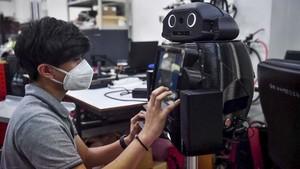 FOTO: Robot Ninja Thailand Pantau Pasien Virus Corona