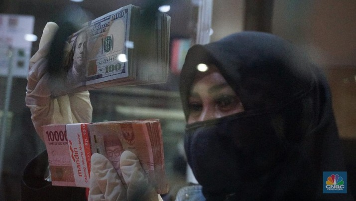 Rupiah melemah 1,32% dari dolar AS dibandingkan penutupan perdagangan kemarin. Ini terlemah sejak krisis 1998 ketika rupiah mencapai 16.800/US$.