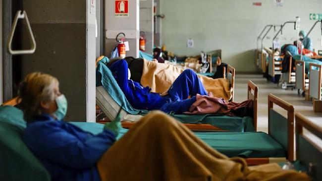 Perdana Menteri Italia, Giuseppa Conte mengatakan pemerintahannya tengah mempertimbangkan sejumlah langkah, termasuk memperpanjang kebijakan lockdown untuk mengatasi penyebaran pandemi virus corona.(Claudio Furlan/LaPresse via AP)
