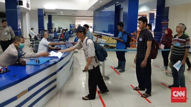Cegah Corona, Pemohon SIM Jaga Jarak Aman 1 Meter