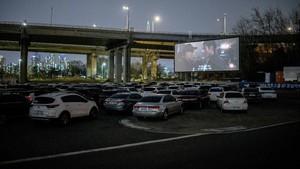 FOTO: Berkah Corona untuk Bioskop Drive-In Korea Selatan
