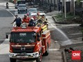 FOTO: Kurangi Corona, Jalanan Jakarta Disemprot Disinfektan