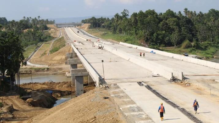 Jalan tol yang akan menghubungkan Kota Sigli dan Banda Aceh ini terdiri dari 6 (enam) seksi