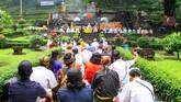 Tahun ini, umat Hindu Bali di Indonesia merasakan suasana Melasti yang berbeda dibanding sebelumnya, lebih sunyi karena epidemi corona. (ANTARA FOTO/Umarul Faruq/foc.)