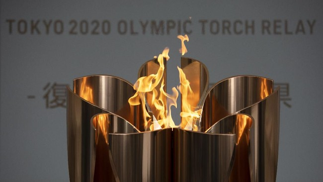 Api Olimpiade terus menyala kendati santer terdengar kabarpengunduran penyelenggaraan Olimpiade 2020 lantaran virus corona. (AP Photo/Jae C. Hong)