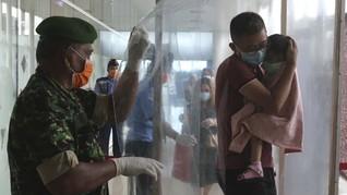 FOTO: Bilik Disinfektan Cegah Corona di Sudut-sudut Indonesia