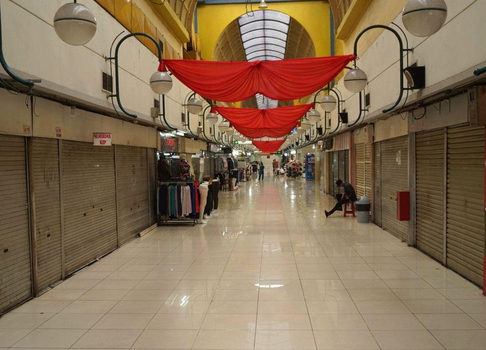 Sejumlah pusat perbelanjaan di Jakarta mulai tidak beroperasi sementara waktu. Keputusan ini diambil guna mengantisipasi pandemi Covid-19.