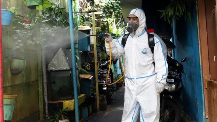 Gugus Tugas Nasional Penanganan COVID-19 mencatat saat ini stok Alat Pelindung Diri (APD) yang berada di gudang Lanud Halim Perdanakusuma tersisa 19 ribu APD.