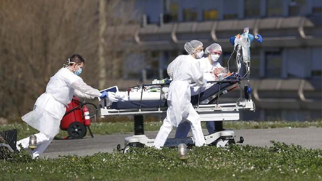Hingga Selasa (24/3) ini, lebih dari 860 orang meninggal karena infeksi virus corona di Prancis. Semenara di seluruh dunia jumlahnya mencapai 16.500 kematian, dengan terbanyak di Italia. (AP Photo/Jean-Francois Badias)