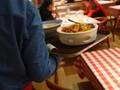 VIDEO: Kasus Corona Menurun, Restoran di Beijing Mulai Buka