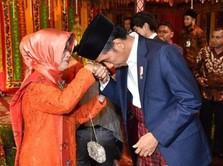Momen Penuh Keakraban Presiden Jokowi Bersama Ibunda