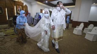 FOTO : Pernikahan di Tengah Wabah Virus Corona