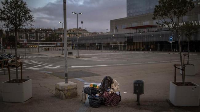 Di Kota Barcelona saja ada sekitar seribu tunawisma. (AP Photo/Emilio Morenatti)