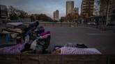 Para tunawisma di Spanyol menjadi kelompok yang rentan tertular virus corona. (AP Photo/Emilio Morenatti)