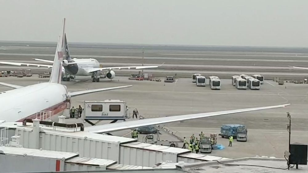 Alat-alat kesehatan berjumlah sekitar 40 ton diangkut menggunakan pesawat jenis Boeing 777 dari Garuda Indonesia dan dijadwalkan tiba di Indonesia melalui Bandara Internasional Soekarno-Hatta pada hari Kamis malam, 26 Maret 2020. (Ist via CNBC Indonesia)