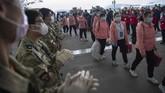 China masih menyiagakan sebagian tenaga kesehatan yang diperbantukan di Wuhan dan Provinsi Hubei. (Ke Hao/Xinhua via AP)