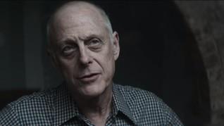 Positif Corona, Aktor Serial YOU Mark Blum Meninggal Dunia