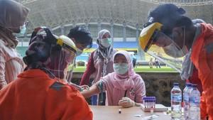 FOTO: Mengintip Pelaksanaan Rapid Test di Berbagai Kota