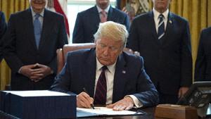 VIDEO: Trump Luncurkan Stimulus Ekonomi 2 Triliun Dolar