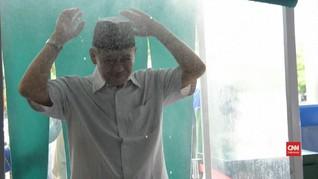 VIDEO: Disinfeksi Jamaah Sebelum Salat Jumat di Surabaya
