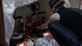 Relawan Inggris Pakai Printer 3D Buat Masker Cegah Corona