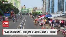VIDEO: Tanah Abang Ditutup, PKL Nekat Berjualan di Trotoar
