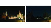 Kawasan Tembok Kremlin dan Menara Spasskaya, Red Square,Mal Gum, danKatedral St. Basil juga ikut mematikan lampunya selama Hari Bumi semalam. (AP Photo/Alexander Zemlianichenko Jr)