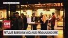 VIDEO: Petugas Bubakan Muda-mudi Pengunjung Kafe