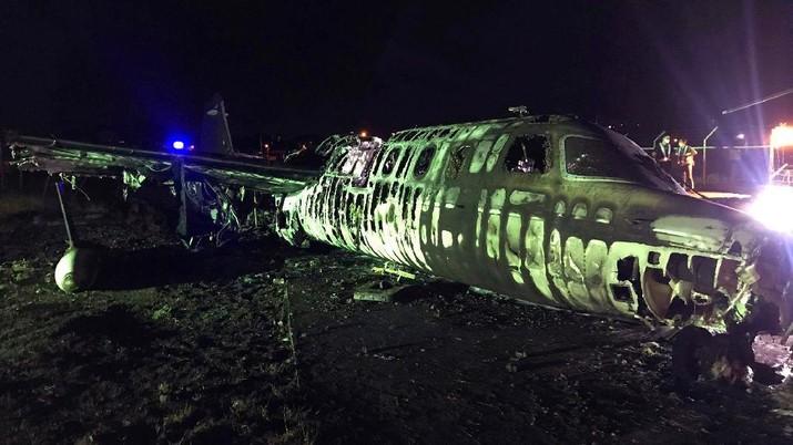 Pesawat jatuh pada Minggu malam (29/3) dan terbakar saat lepas landas dan menewaskan delapan orang.