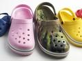 Puluhan Ribu Sepatu Karet untuk Tenaga Medis Covid-19