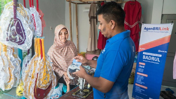 PT Bank Rakyat Indonesia (Persero) Tbk (BBRI) terus berperan aktif dalam mencegah penyebaran virus corona (COVID-19) di Indonesia.