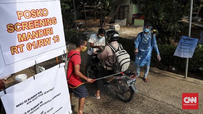 Fenomena kerja swadaya ini ada di sejumlah titik di wilayah Bekasi. Seperti di kawasan Jati Asih, permukiman Kemang Pratama 2, Taman Peninsula, dan perumahan Nasio. (CNNIndonesia/Safir Makki)