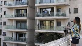 FOTO: Pandemi Corona dan Kehangatan dari Balkon Apartemen