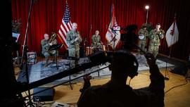 FOTO: Dendang Band Tentara Amerika Melipur Lara karena Corona