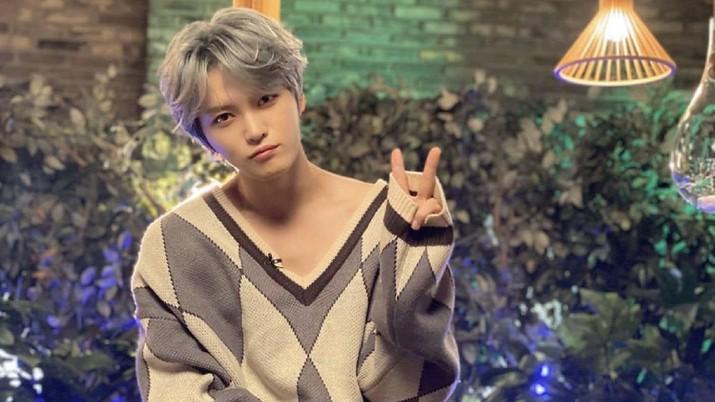 Penyanyi Kpop Jaejoong membuat sensasi dengan mengaku terinfeksi corona, namun ternyata hanya postingan iseng. Dibuat agar netizen lebih peduli efek covid-19.